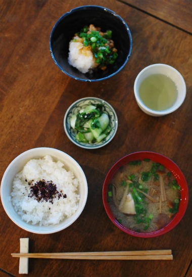 休肝日ごはん きのこの味噌汁、おろし納豆献立