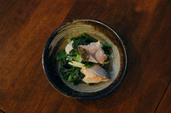 鮭と小松菜のオイル蒸し