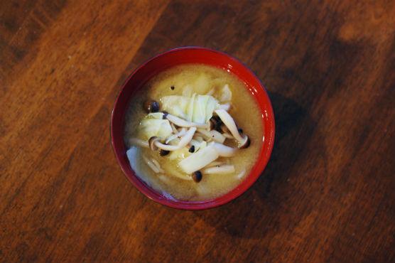 キャベツとしめじの味噌汁