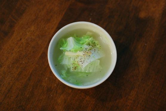 白菜としょうがの鶏スープ