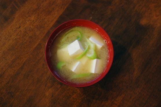 豆腐とねぎの味噌汁
