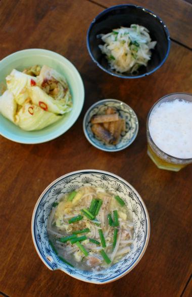 塩豚ときのこの黒酢スープ、キャベツ蒸し献立。