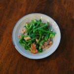 豚肉とピーマンの炒めもの、オクラとトマトの煮びたし献立。