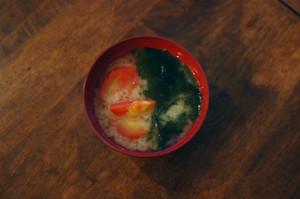 トマトとわかめの味噌汁