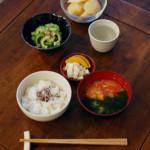 休肝日ごはん ゴーヤとツナの和えもの、トマト味噌汁献立。