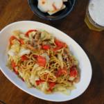トマトソース焼きそば、かぶの梅サラダ献立。