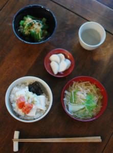 休肝日ごはん たらこ豆腐丼、えのきとキャベツの味噌汁献立。