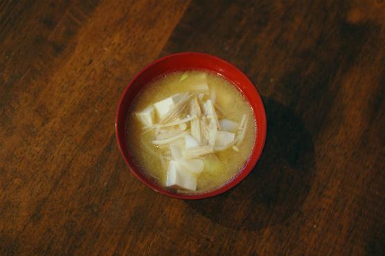 豆腐ときのこの味噌汁