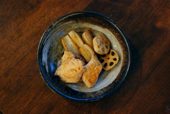 秋鮭とれんこんの黒酢照り焼き
