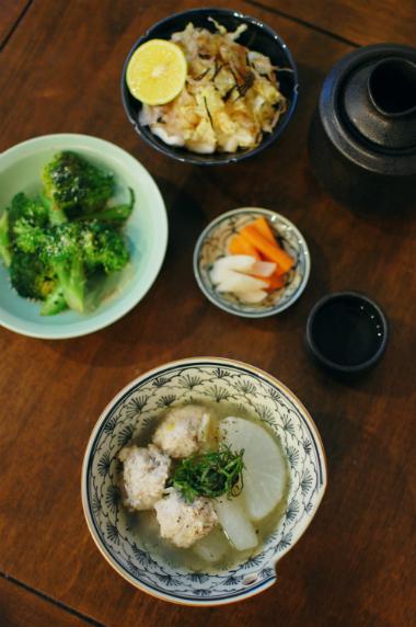 鶏団子と大根のスープ煮、焼きブロッコリー献立。