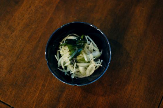 玉ねぎとわかめのサラダ