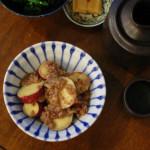 さつまいもとひき肉のしょうがあん、白菜とおとし卵の味噌汁献立。