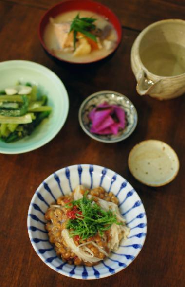 小松菜オイル蒸し、梅えのき納豆献立。