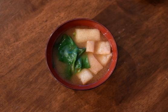 おかわかめの味噌汁 大根のぬか漬け こんにゃくと水菜のゆず味噌和え きのこの卵とじ