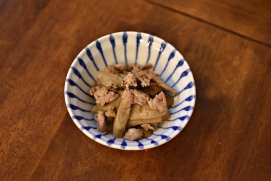 ごぼうとひき肉の甘辛煮