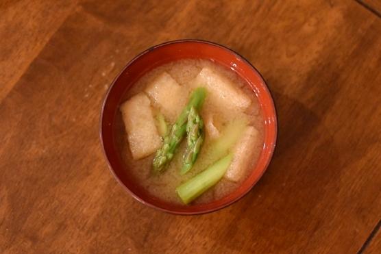 アスパラの味噌汁