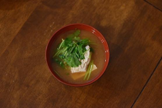 豆腐と三つ葉の味噌汁