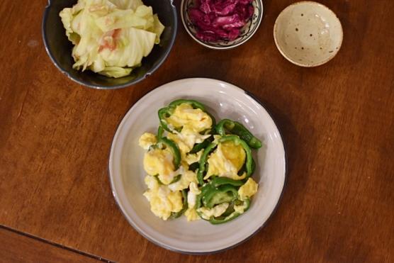 さばの味噌汁、ピーマンと卵の炒めもの献立