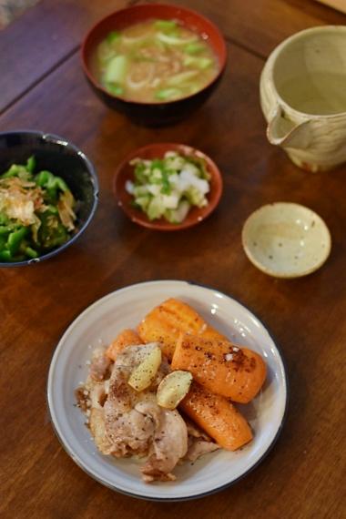 豚肉とにんじんのにんにく焼き、納豆汁で晩酌。