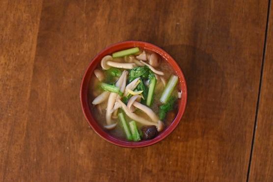 小松菜ときのこの味噌汁