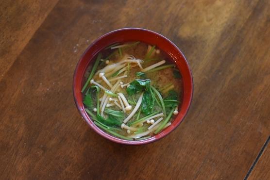 きのこと三つ葉の味噌汁