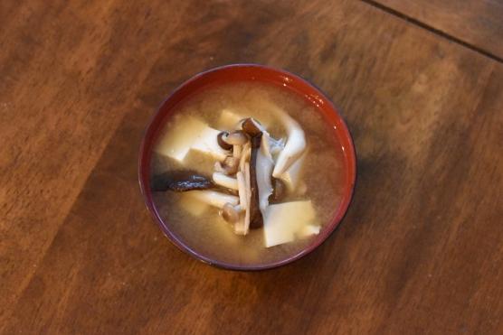きのこと豆腐の味噌汁