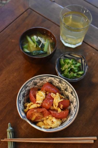 トマト卵炒め丼