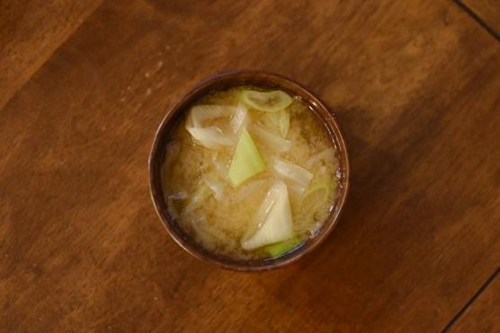 キャベツとねぎの味噌汁